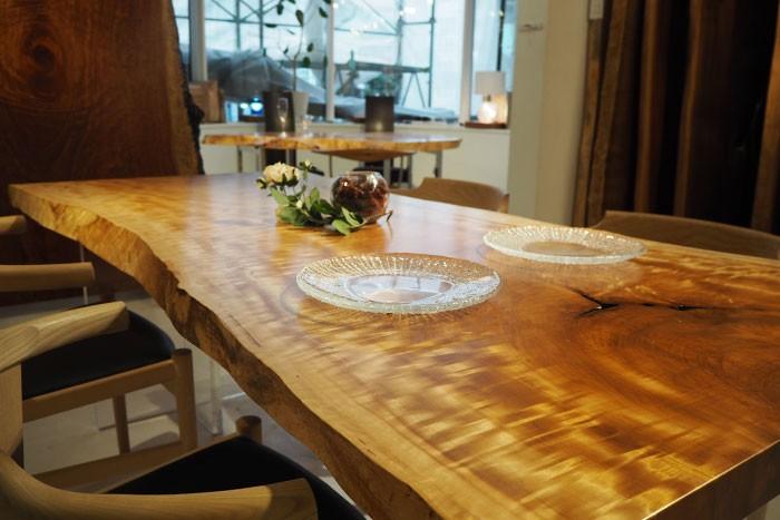 一枚板のダイニングテーブルは、ひとめぼれで選びたい