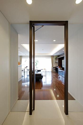 「玄関が暗い」という悩みを解消する、5つの方法