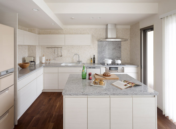 対面キッチンの収納はどれがベスト? 4つの実例を考察