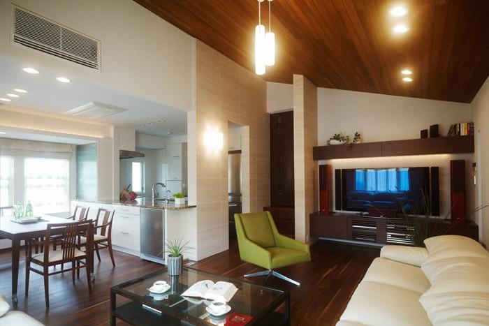 勾配天井の魅力を活かすには?照明のシンプルな選び方