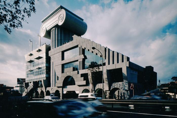 都内で巡る、ポストモダン建築 5選