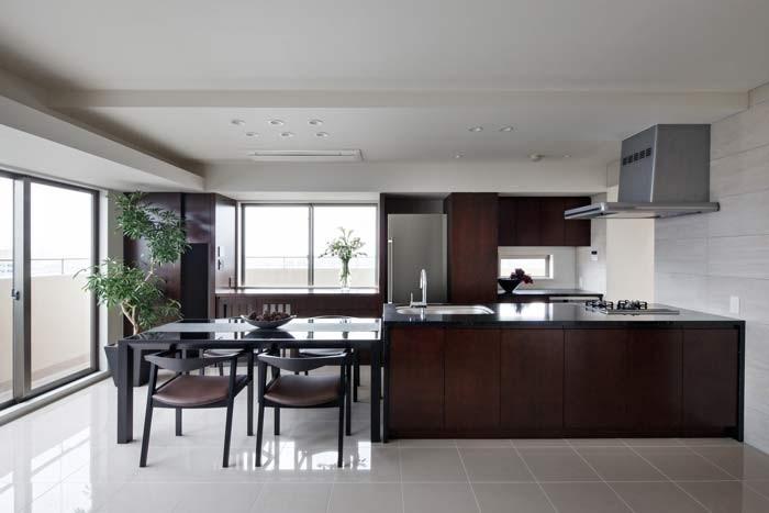キッチンの床材は何が良い?機能性と質感のバランスで選ぶ